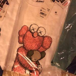 Uniqlo X KAWS tee shirt size M white